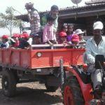 tractor-ride-at-picnic