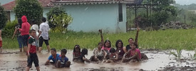 kids enjoying mud bath at a picnic around pune